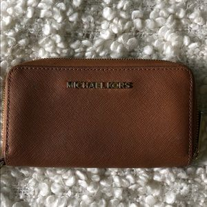 Luggage Michael Kors Iphone holder/ wallet